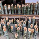 1.17のつどいで並べられる竹灯籠作りが行われました!!若者を中心に約120名が来場され、400本の竹灯籠を作ってくれました!!